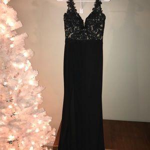 Dresses & Skirts - Beautiful black formal dress